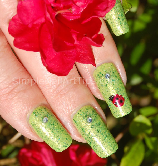 Ladybug nail art tutorial 1 SIMPLE: Lovely Ladybug Nail Art Tutorial