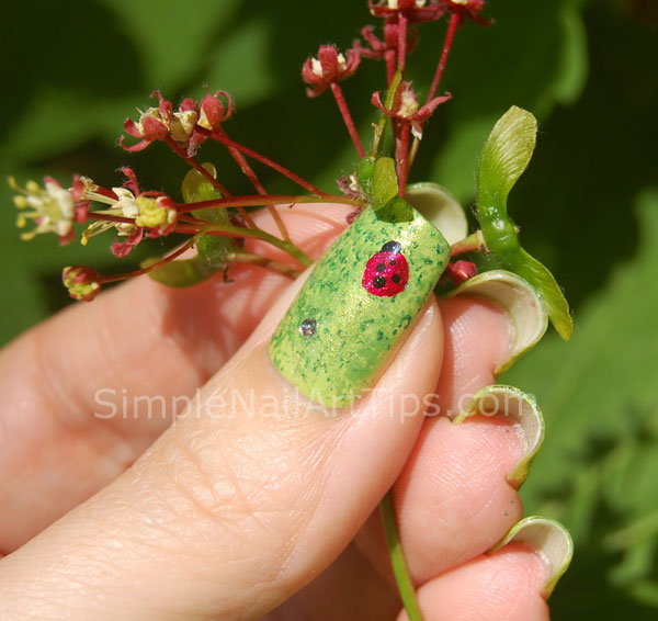 Ladybug nail art tutorial 4 SIMPLE: Lovely Ladybug Nail Art Tutorial