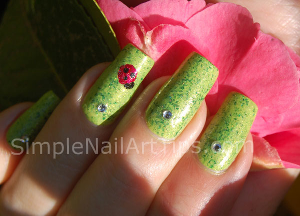 Ladybug nail art tutorial 5 SIMPLE: Lovely Ladybug Nail Art Tutorial