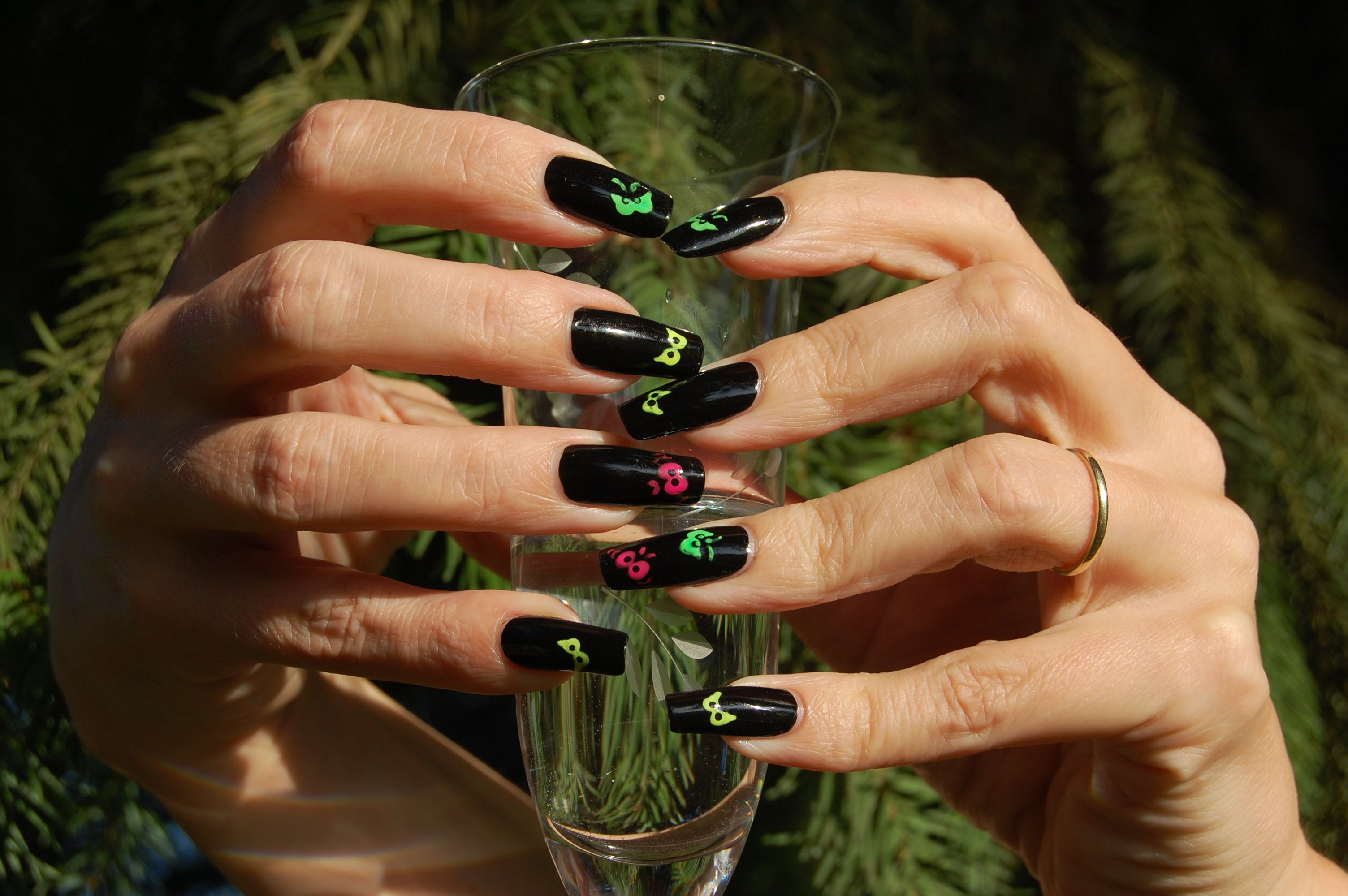 SIMPLE TUTORIAL: Halloween Nails – Spooky Eyes, Glow in the Dark ...